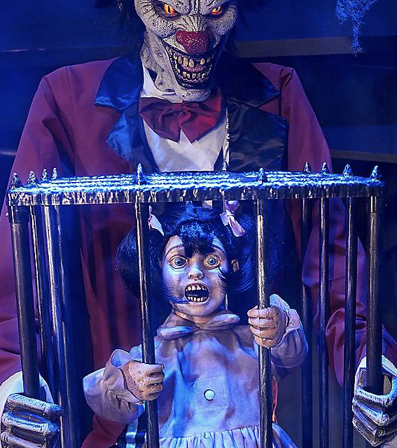 New For 2019: Rotten Ringmaster From Spirit Halloween