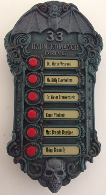 Haunted Manor Greeter Review