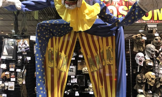 New For 2020: Looming Clown Animatronic