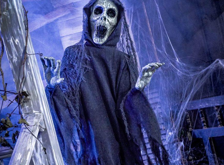 New For 2020: The Hauntress Animatronic From Spirit Halloween