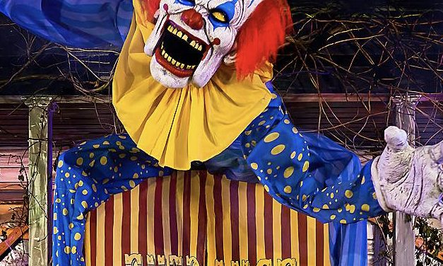 New For 2020: Looming Clown From Spirit Halloween